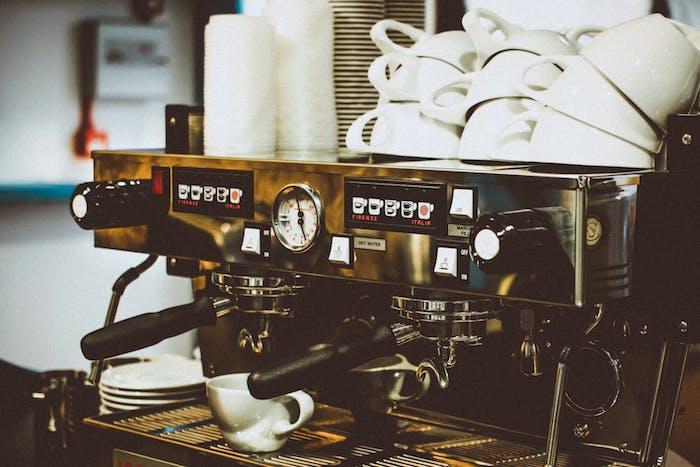difference between nespresso and espresso machine - espresso machine with coffee mugs on top
