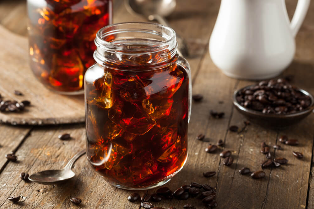 how to make cold brew coffee at home - a homemade cold brew coffee in a jar
