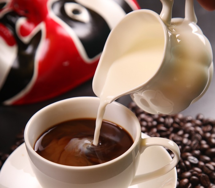 adding milk to coffee reduce caffeine?