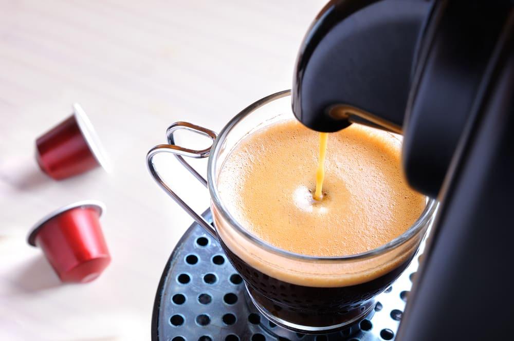 Machine serving espresso