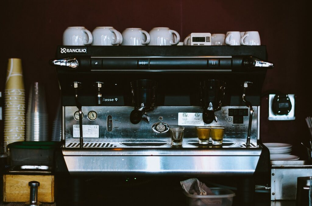 espresson machine in a cafe - difference between a nespresso and espresso machine