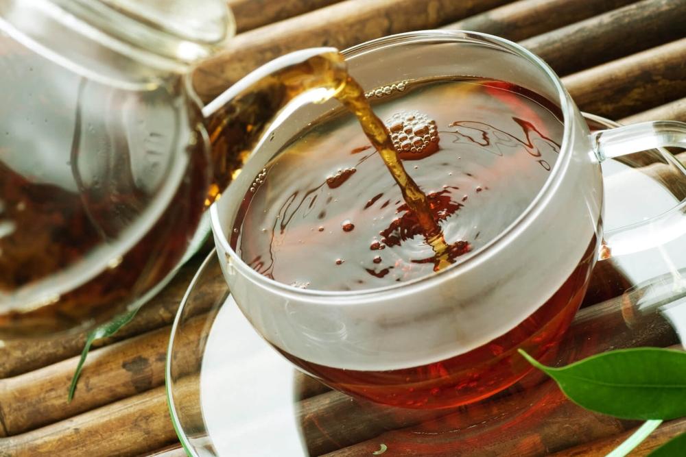 how to make kava tea - pouring a hot tea