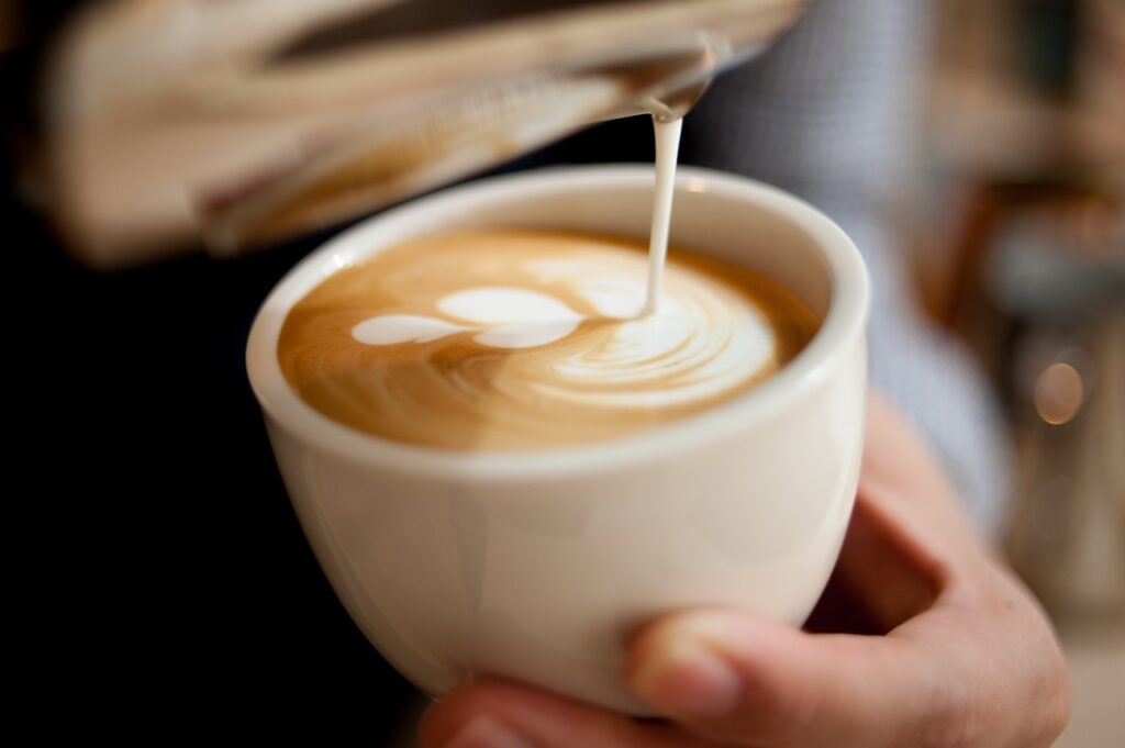flat white vs latte - featured